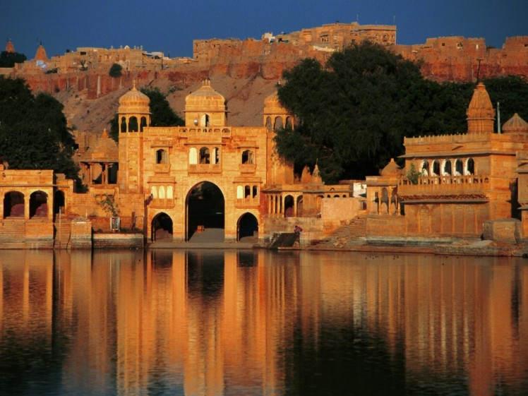 india-gadi-sagar-temple